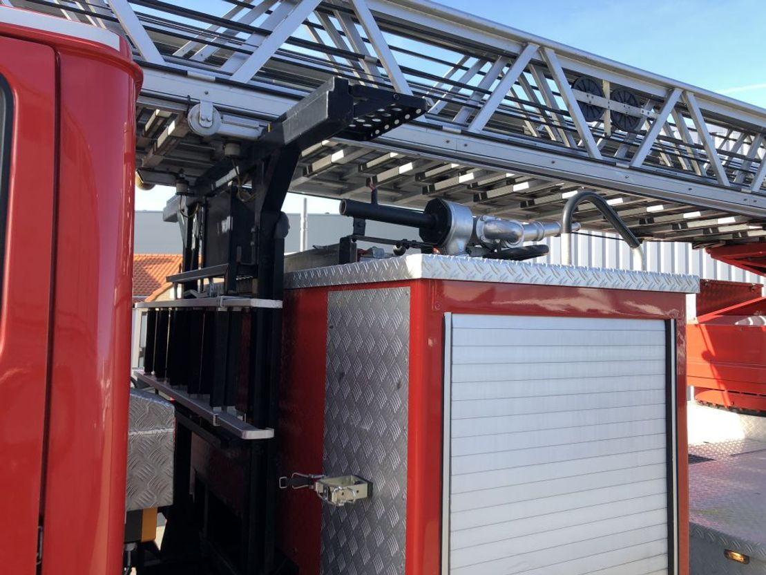 brandweerwagen vrachtwagen Mercedes-Benz 1422 brandweer ladderwagen 30m 1993