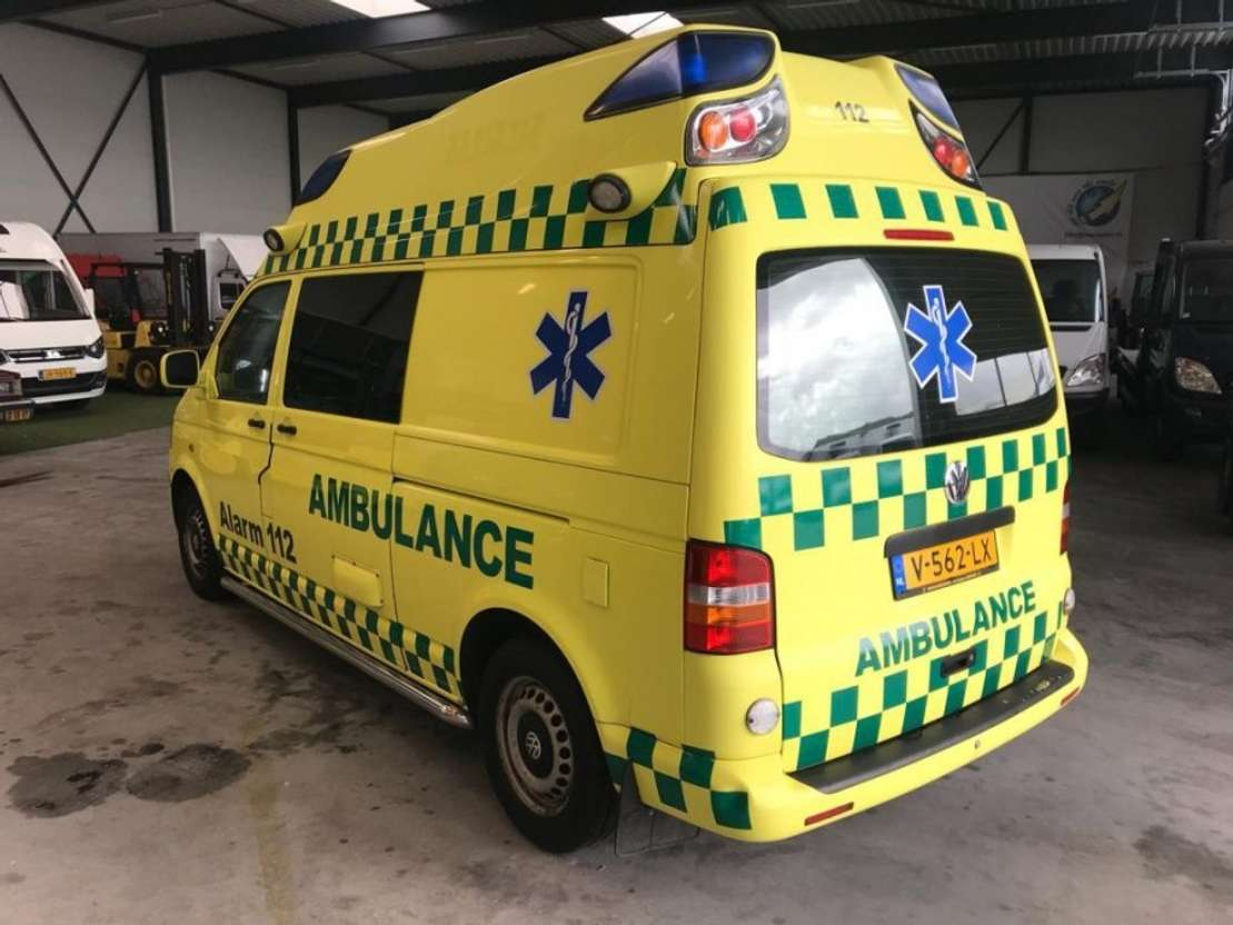 ambulance bedrijfswagen Volkswagen transporter 2.5 TDI 340 ambulance airco 2007