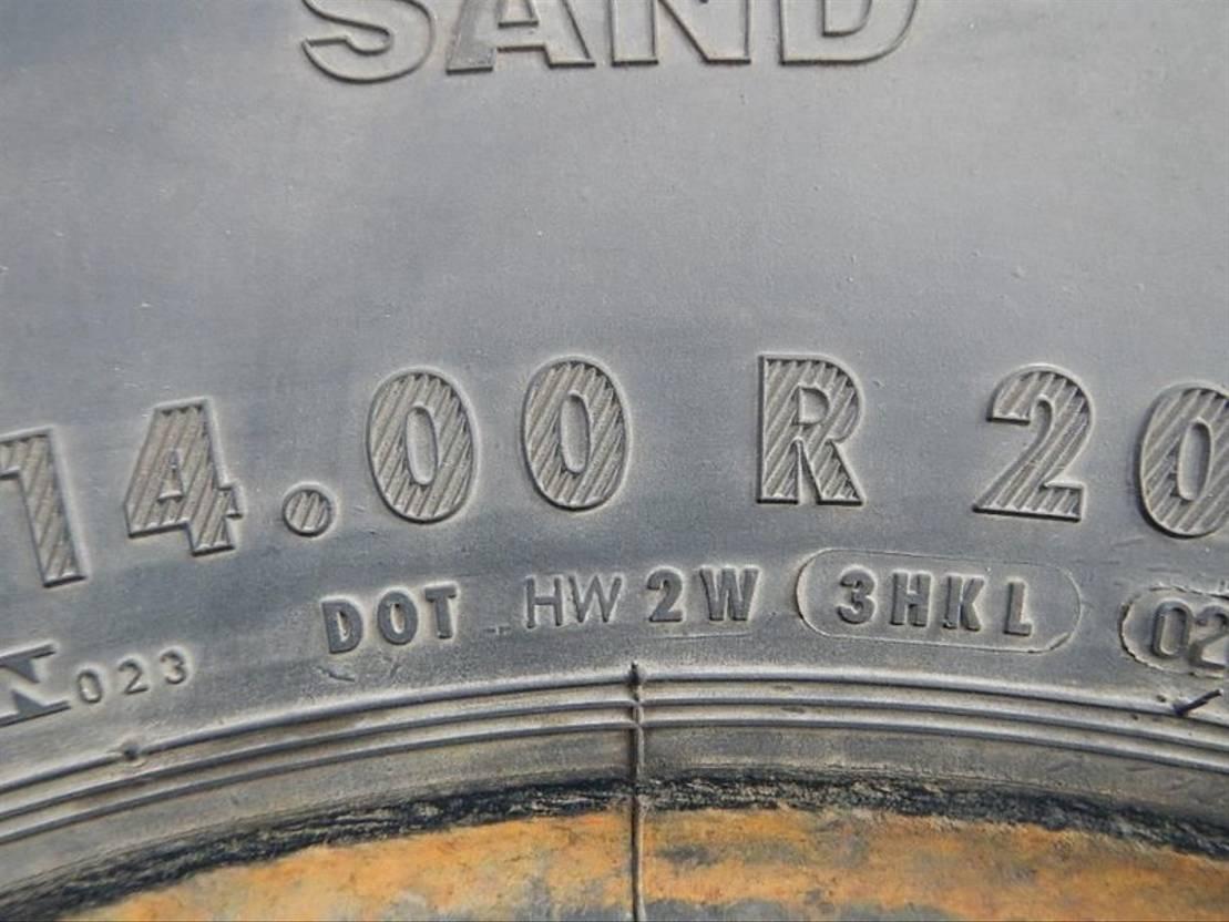 banden vrachtwagen onderdeel Continental 14.00R20 HSO SAND (A occasie)