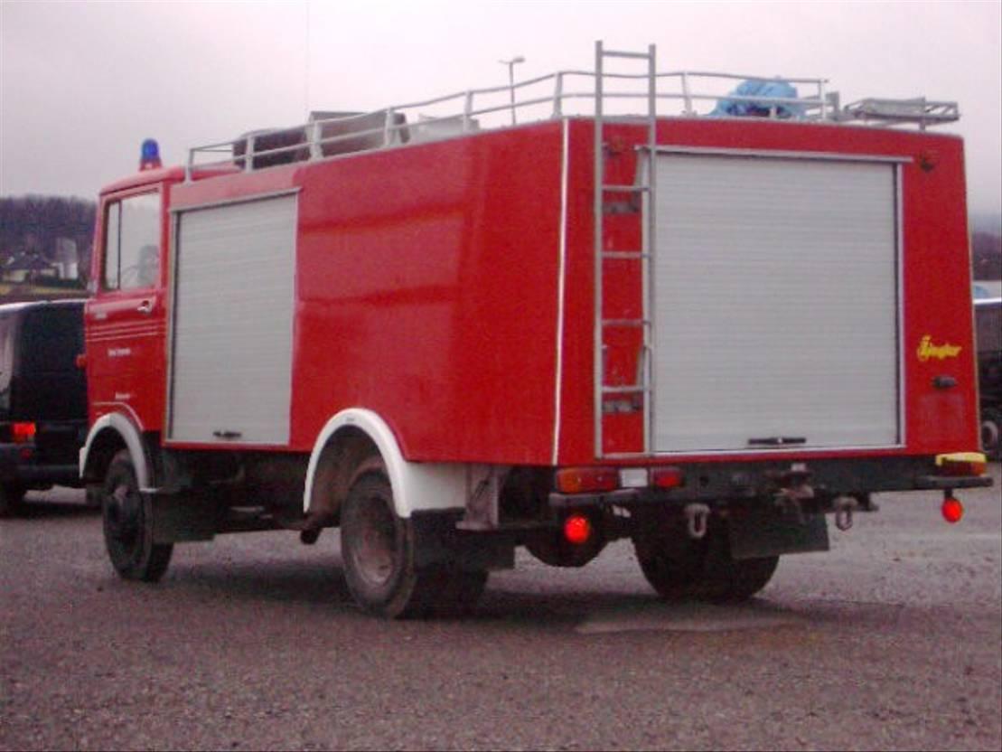 ambulance bedrijfswagen Mercedes Benz LP 813   4x2 LP 813 4x2 Löschfahrzeug mit Wasserbehälter 2240 l 1978