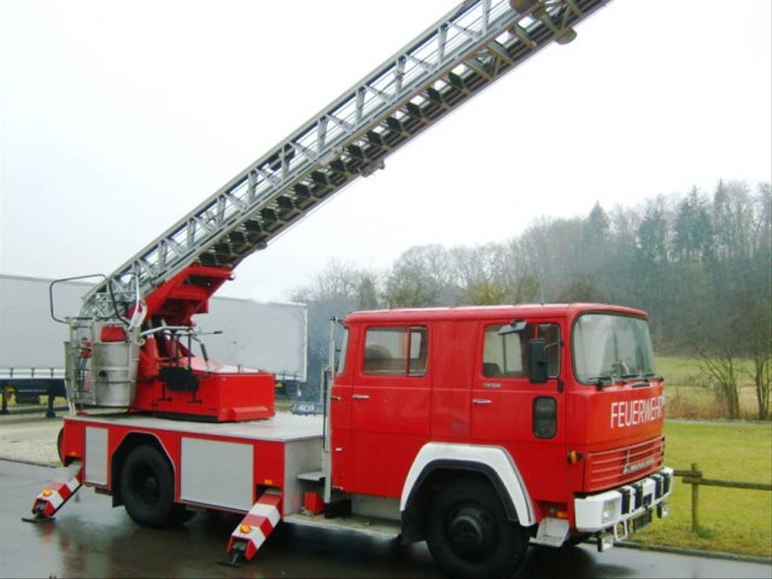 ambulance bedrijfswagen DIV. DEUTZ FM 170 D 12F MAGIRUS DEUTZ FM 170 D 12F Feuerwehr Drehleiter 1975