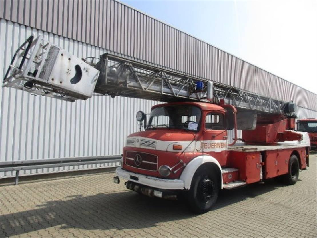 ambulance bedrijfswagen Mercedes Benz - L 1519 4x2 DL 30 L 1519 4x2 Feuerwehr Drehleiter DL30 1974