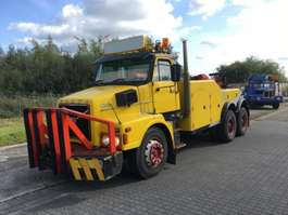 takelwagen-bergingswagen-vrachtwagen Volvo N1233 1981