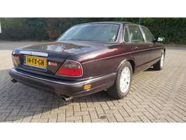 sedan auto Jaguar DAIMLER DOUBLE SIX E2 DAIMLER DOUBLE SIX 1995