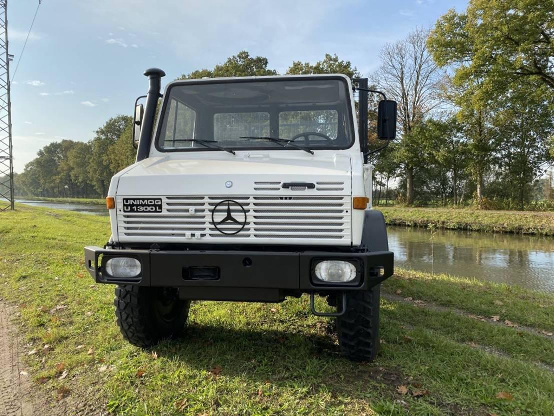 leger vrachtwagen Mercedes-Benz Unimog U1300 4x4 1990