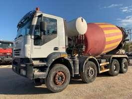 betonmixer vrachtwagen Iveco Trakker 410T44 CIFA 13cbm 8x4 Euro3 2006