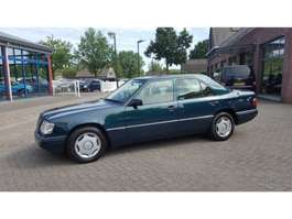 sedan auto Mercedes Benz E-Klasse 200 SEDAN 1995