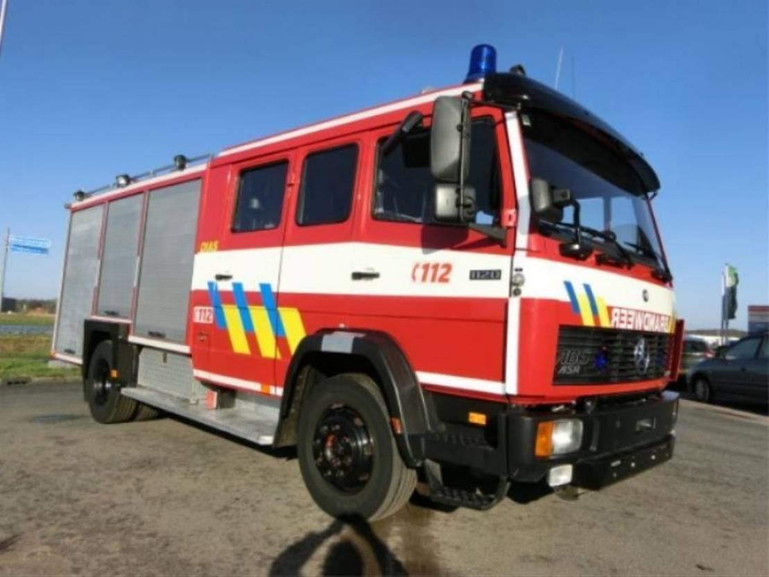 brandweerwagen vrachtwagen Mercedes-Benz 1124F Brandweerwagen 1992