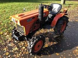 standaard tractor landbouw Kubota B7001
