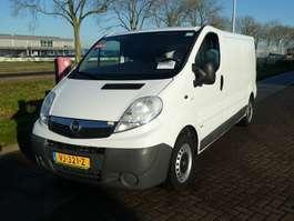 gesloten bestelwagen Opel VIVARO 2.0 CDTI 115 airco, trekhaak, bus 2014