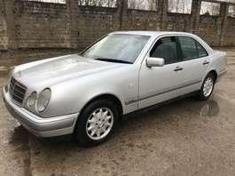 sedan auto Mercedes Benz E220 E 1996