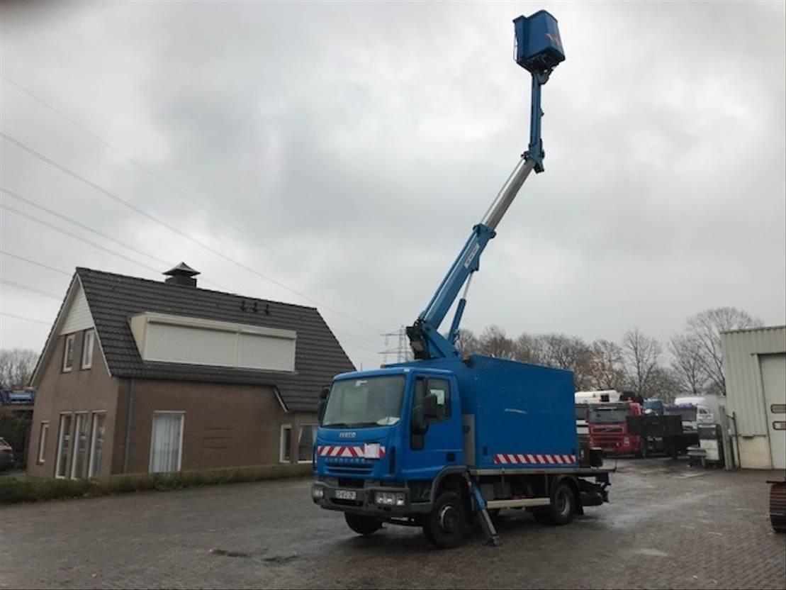 autohoogwerker vrachtwagen Iveco 100E18 SKYWORKER MANUAL/HANDGESCHAKELD 2005