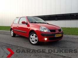 hatchback auto Renault Clio, 1,2 16V 3Drs AC / LMV / All Season banden 2005