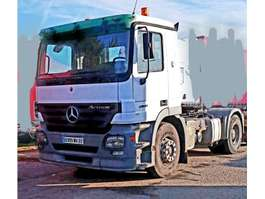 overige trekkers Mercedes Benz Actros 2041 ### Full steel - Lâmes de ressorts - hydraulic ### 2004