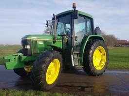 standaard tractor landbouw John Deere 6400