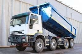 kipper vrachtwagen Iveco 410E42 8x4 Manuell Stahl Mulde 2002
