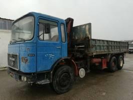 kipper vrachtwagen > 7.5 t MAN 26.321 K 6X4 Kipper lang Kran voll Blatt Steel 1980