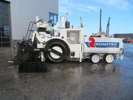 asfalteermachine wielen Caterpillar RP190 2011