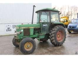 standaard tractor landbouw John Deere 2040