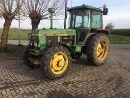 standaard tractor landbouw John Deere 3040