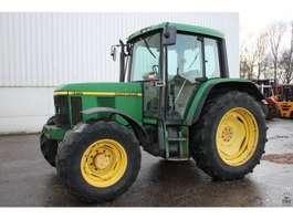 standaard tractor landbouw John Deere 6210