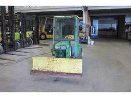 standaard tractor landbouw John Deere 318