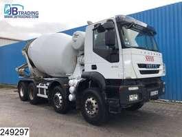 betonmixer vrachtwagen Iveco Trakker 410  8x4, EURO 5 EEV, Stetter, Beton / Concrete mixer, Manual, S... 2012