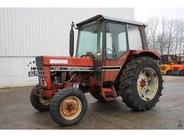 standaard tractor landbouw International 745