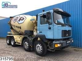 betonmixer vrachtwagen MAN 32 364 8x4, Liebherr, Steel suspension, Manual, Hub reduction 2001