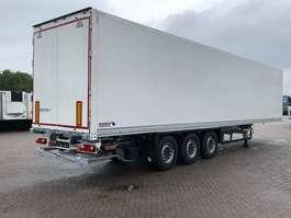 gesloten opbouw oplegger Schmitz Cargobull Licht geïsoleerd 2019