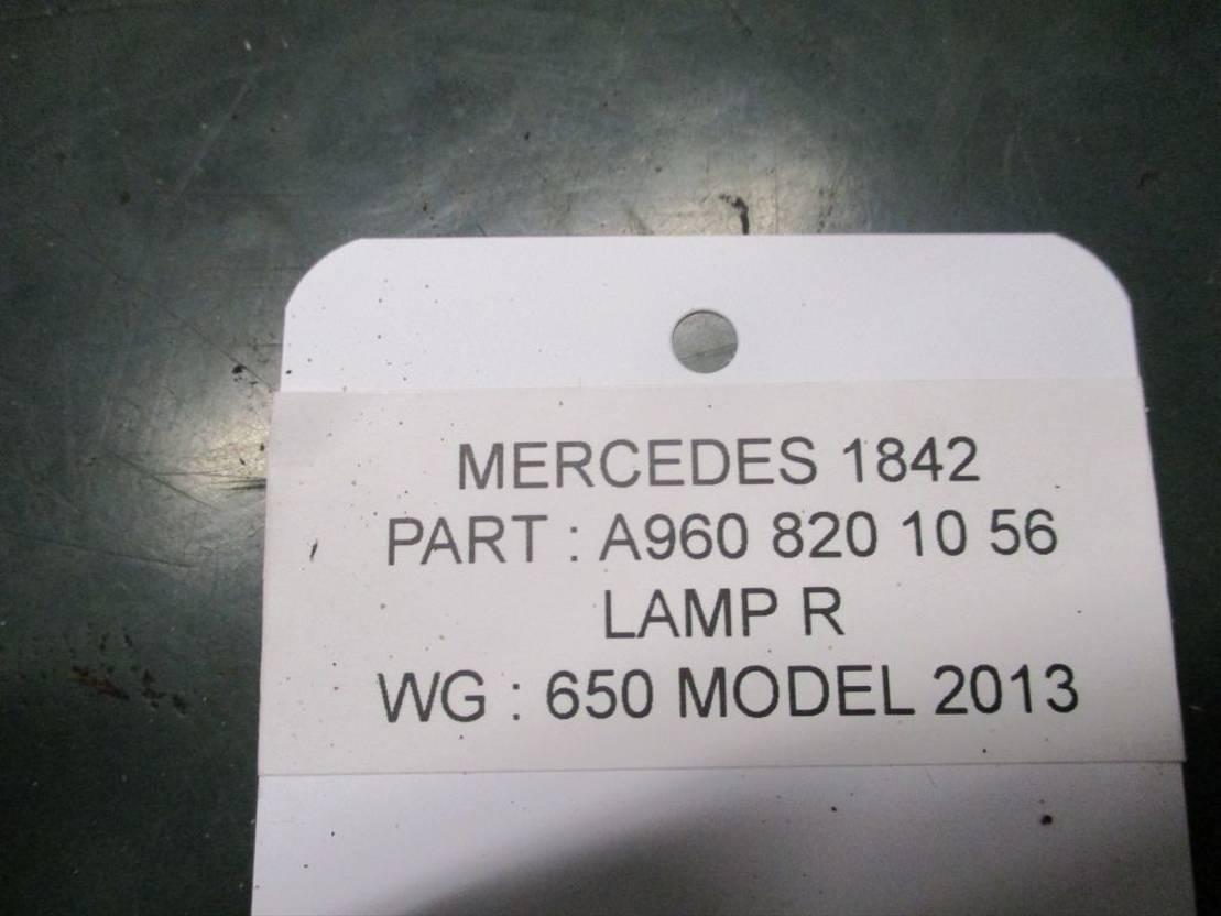 Mistlamp vrachtwagen onderdeel Mercedes-Benz A 960 820 10 56 Mistlamp