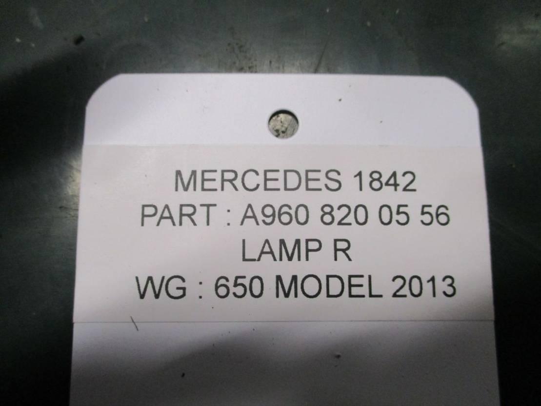 Koplamp vrachtwagen onderdeel Mercedes-Benz A 960 820 05 56 lamp