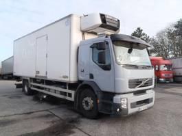 koelwagen vrachtwagen Volvo FE 300 vleeshangwerk 2012