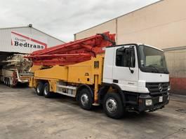 betonpomp vrachtwagen Mercedes-Benz Actros 3241 Putzmeister 42 M 2006