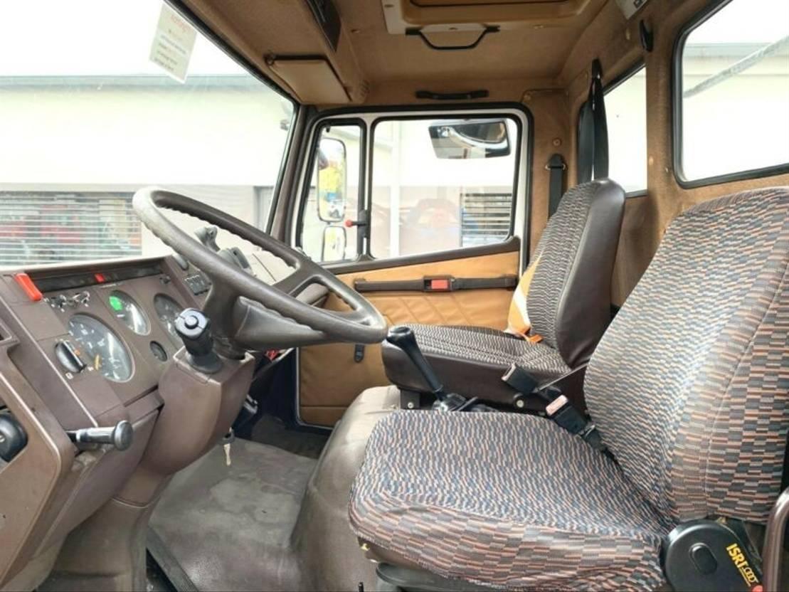 takelwagen bedrijfswagen Mercedes Benz 817, Winde, 3 Sitze 1992