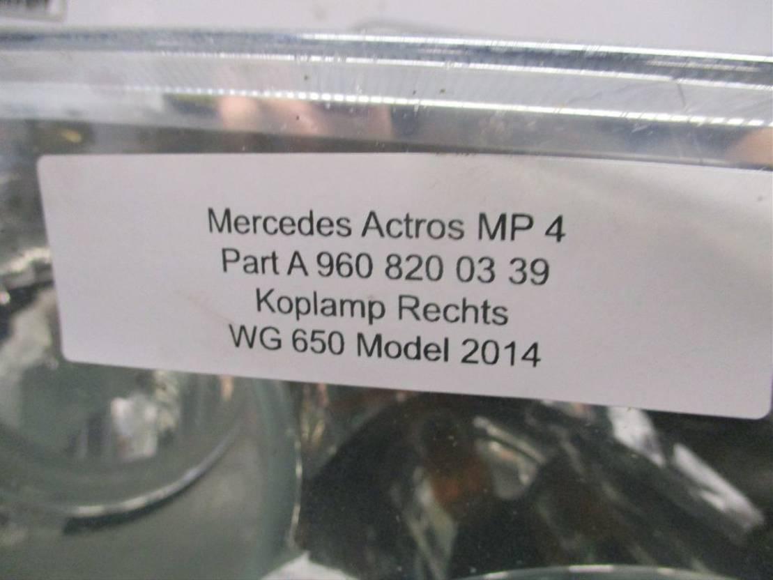Koplamp vrachtwagen onderdeel Mercedes-Benz A 960 820 03 39 Mercedes MP4 Rechts