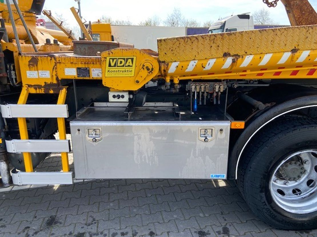 containersysteem vrachtwagen Volvo 6x2*4 hiab 12t/m , portaalarm 2003