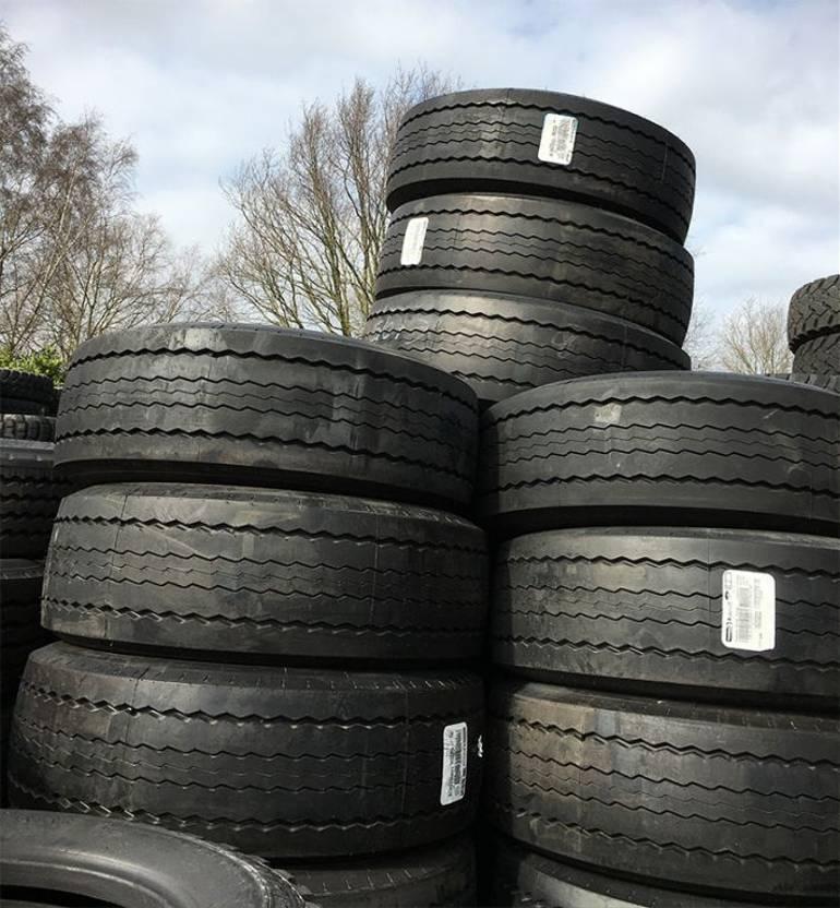 banden vrachtwagen onderdeel Pirelli 385/65r22.5 Base ST01 novatread