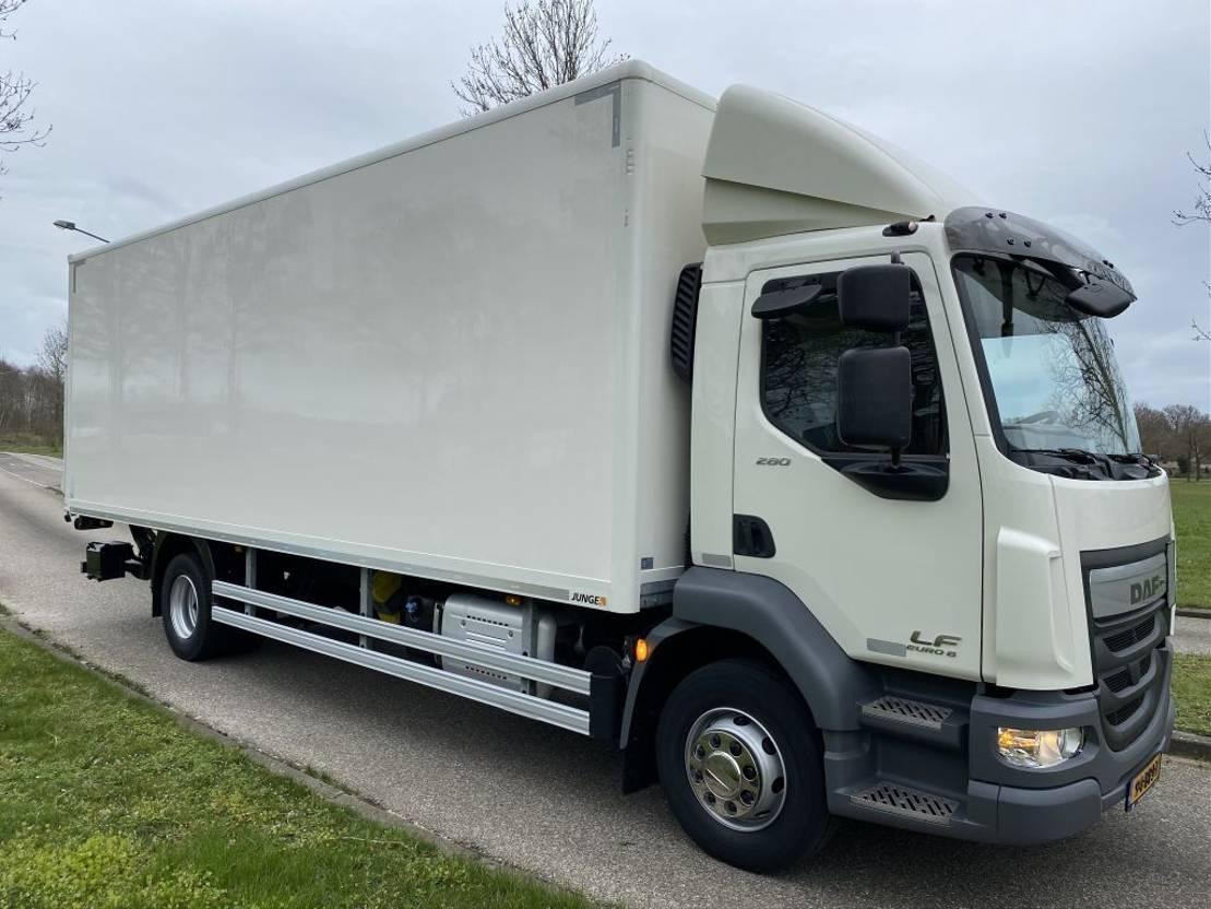 bakwagen vrachtwagen > 7.5 t DAF LF 280 BAKWAGEN  SLECHTS 122.000 KM ! ! ! 2017