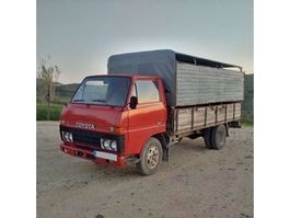 veewagen vrachtwagen Toyota Dyna BU30 / 300 3.0 diesel 5.5 ton left hand drive. 1983