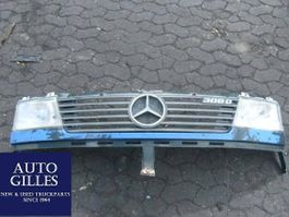 Interieurdeel vrachtwagen onderdeel Mercedes-Benz Frontschürze komplett 1996