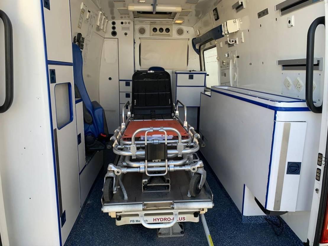 ambulance bedrijfswagen Mercedes Benz SPRINTER 316CDI AIRCO ambulance 4X OP VOORRAAD 2006