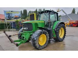 standaard tractor landbouw John Deere 6820