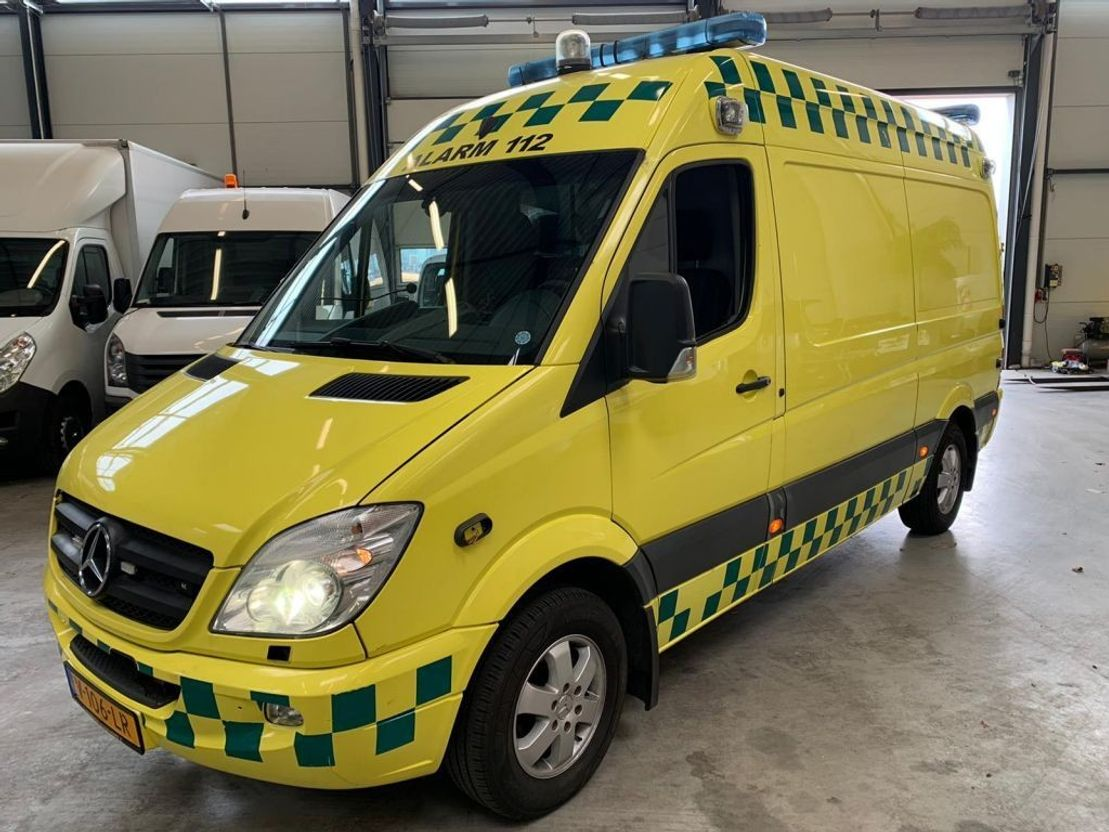 ambulance bedrijfswagen Mercedes Benz sprinter 315cdi ambulance airco 2007