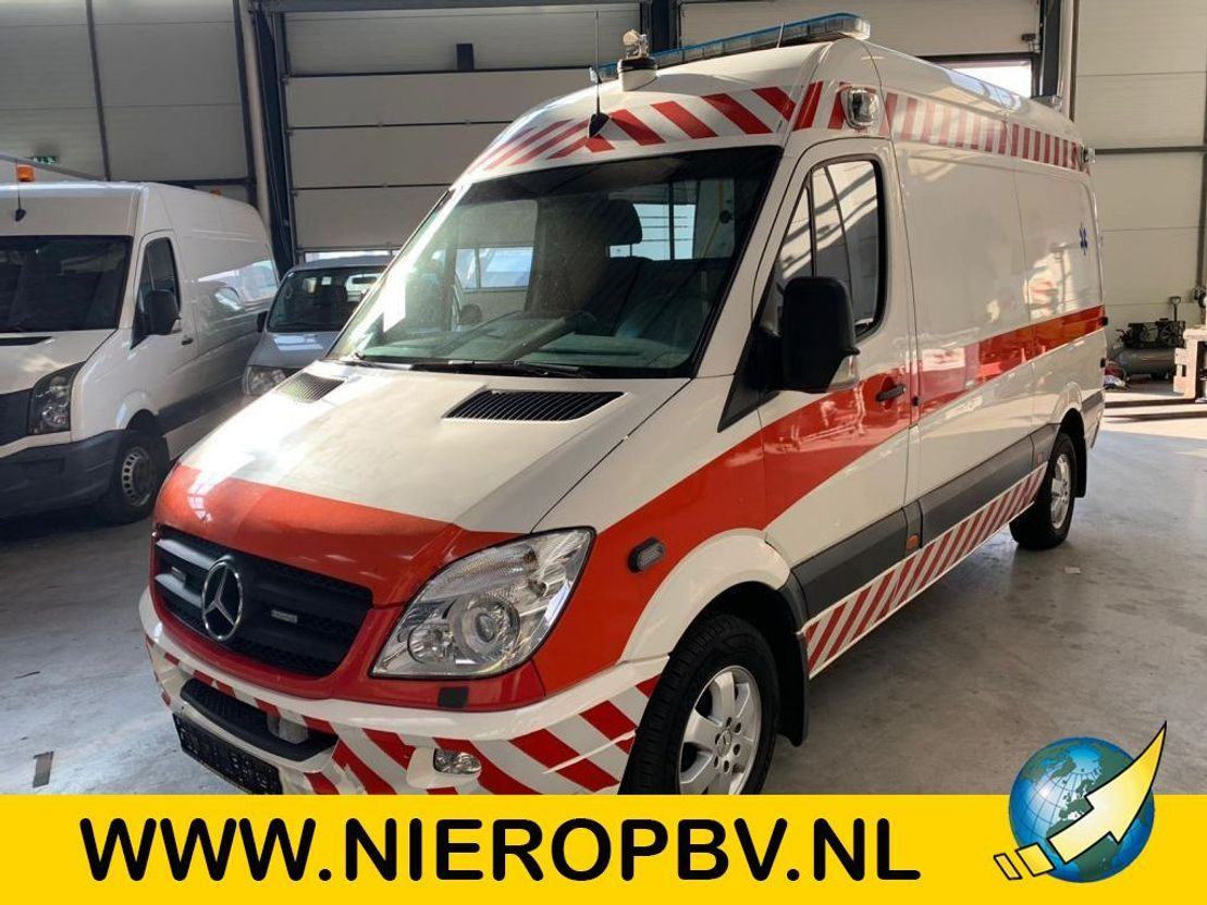 ambulance bedrijfswagen Mercedes Benz sprinter 318cdi ambulance airco 2008
