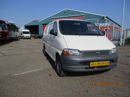 gesloten bestelwagen Toyota HIACE 2.5 D4-D 90 LANG 2002