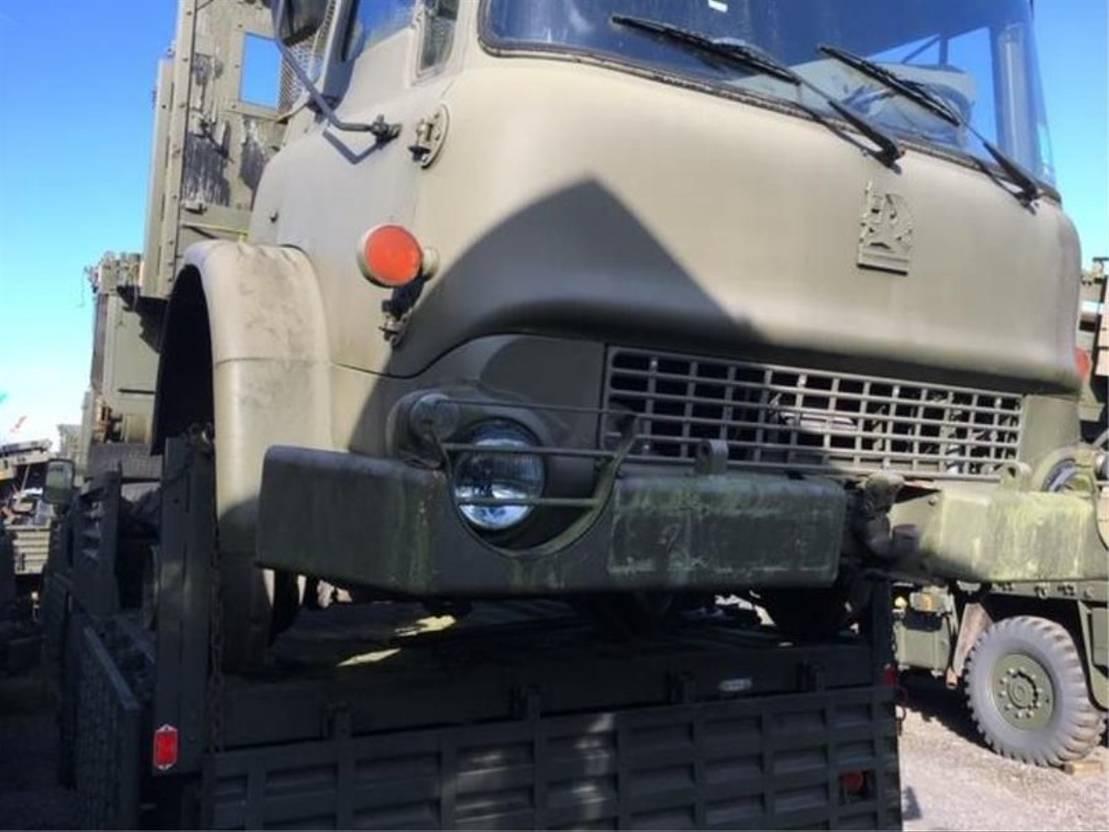 leger vrachtwagen Bedford 2 x Bedford MJ 4x4 Trucks Model M Ex army 1986