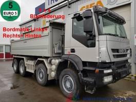 kipper vrachtwagen > 7.5 t Iveco 340T45 Trakker 8x4 Bordmatik Links/Rechts/Hinten 2010
