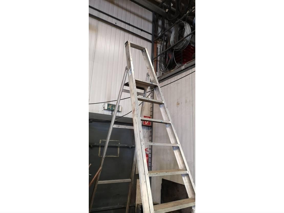 diverse items DIV. Diversen ladders en accu's