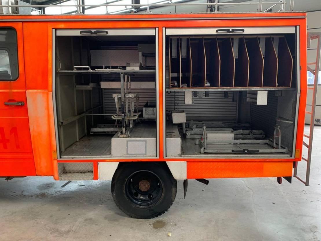 brandweerwagen vrachtwagen Mercedes-Benz 608d brandweer wagen 10600km met stuurbekrachtiging 1982